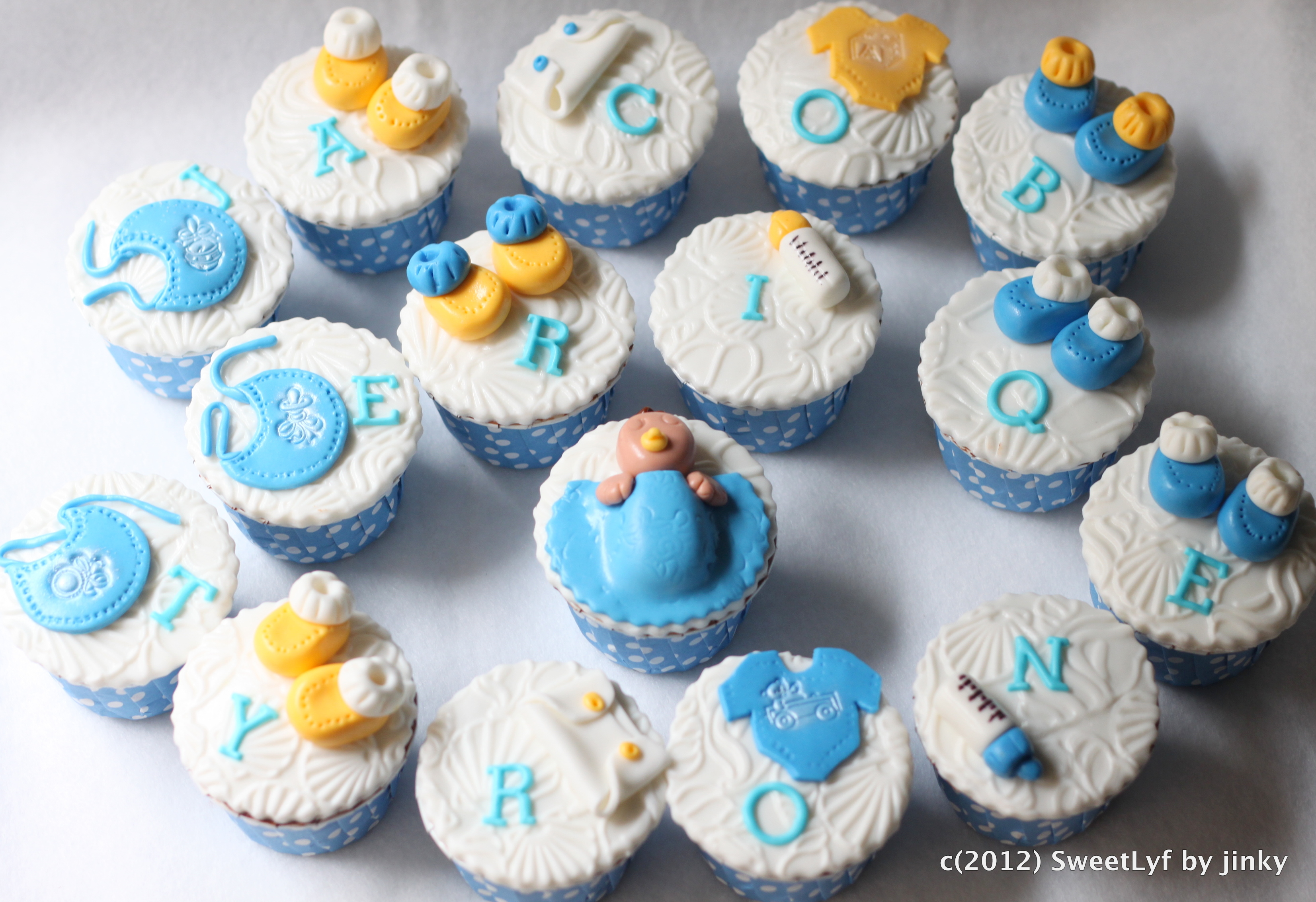 Baby Shower Cupcakes with a Tropical touch